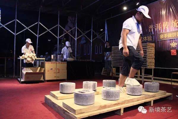 新境版纳 : 省委书记来看茶——云南省委书记、省人大常委会主任李纪恒莅临新境普洱茶手工制作工艺展示体验活动现场。