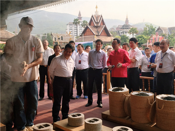 云南省委书记莅临告庄考察,再次造访新境普洱茶传统工艺体验现场